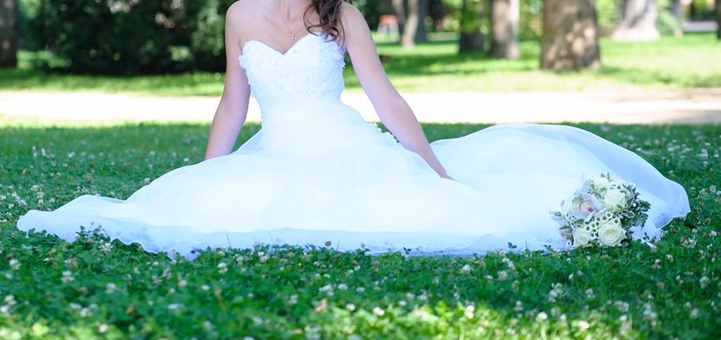 SIRÁLY Ruhatisztító Szalon Eladó menyasszonyi ruha Ruhatisztítás ... a3060d1efb